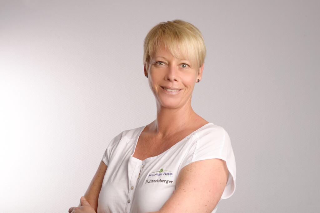 Teamleiterin Daniela Zitzelsberer